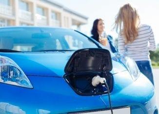 Energa pozwala ładować elektryki ze słupa oświetleniowego?