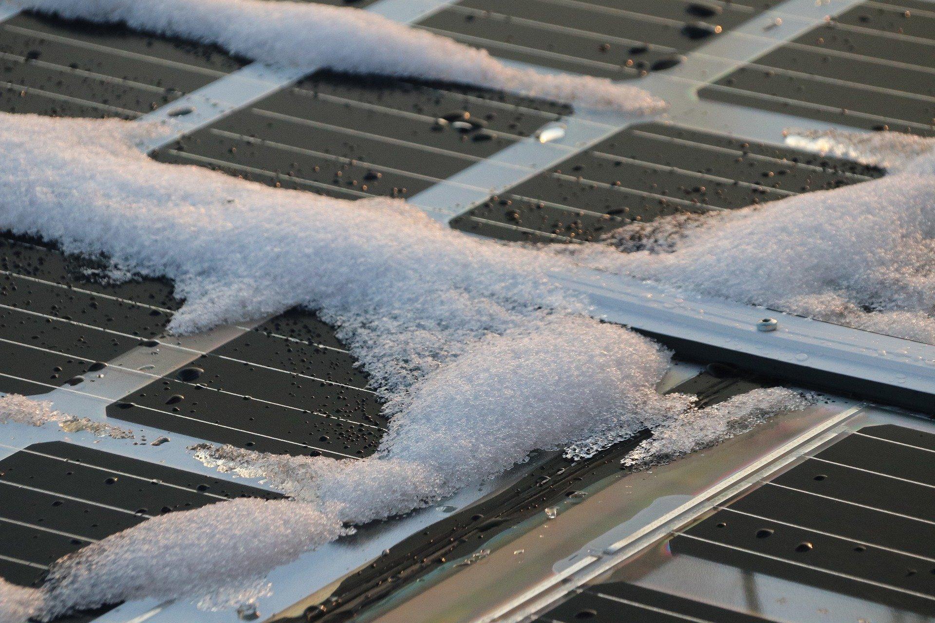 panele fotowoltaiczne zimą