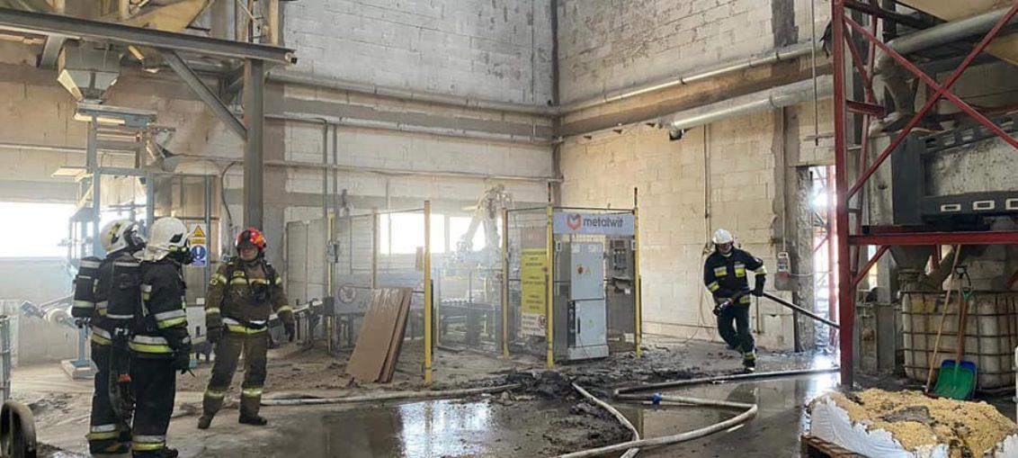 Pożar w hali produkującej pellet